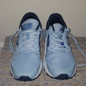 New Balance running shoes size 8